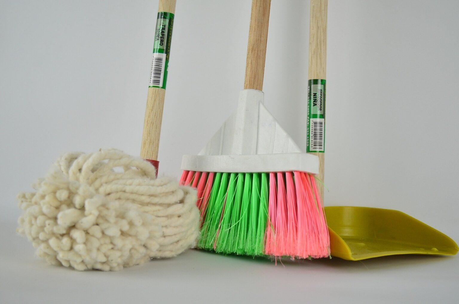 broom-g2ac687966_1920